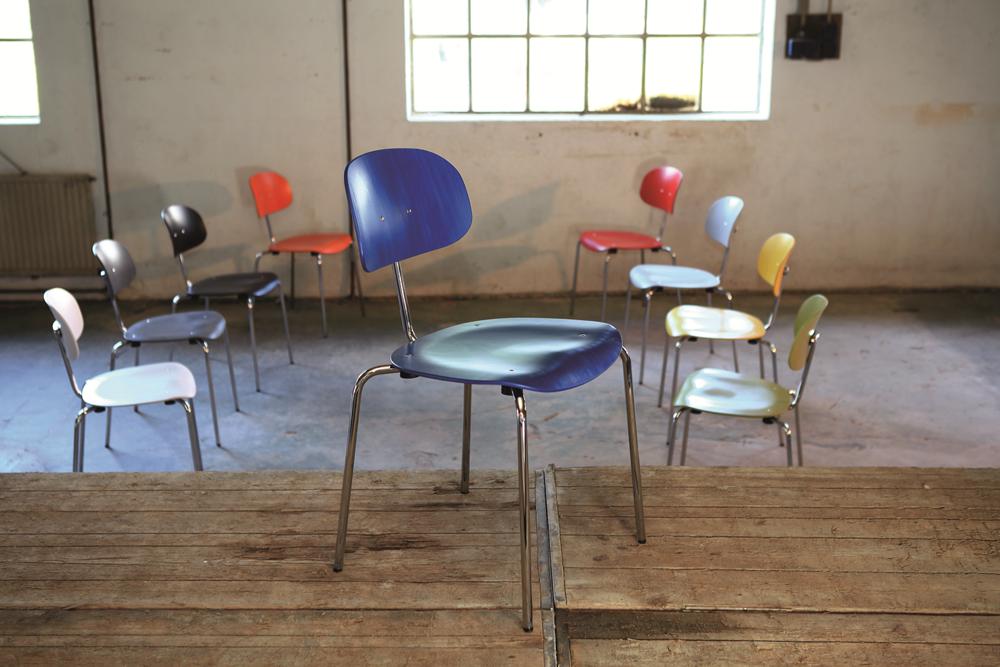 eine Gruppe Holzschalenstühle Modell 118 von Kleinkopf (Eiermannstühle)