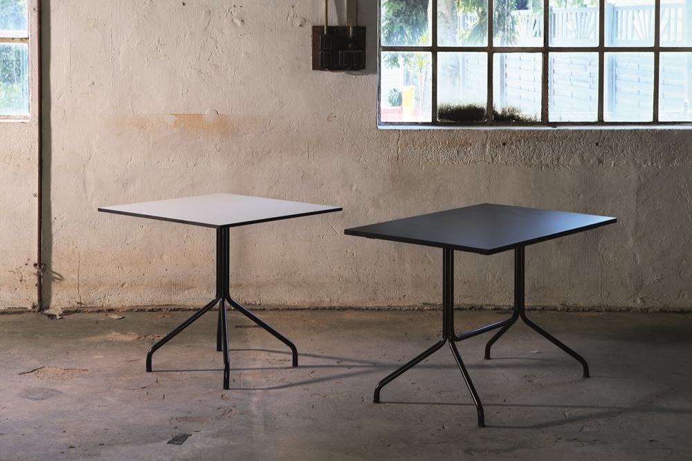 555 - 556 - ein feststehender Tisch von Kleinkopf