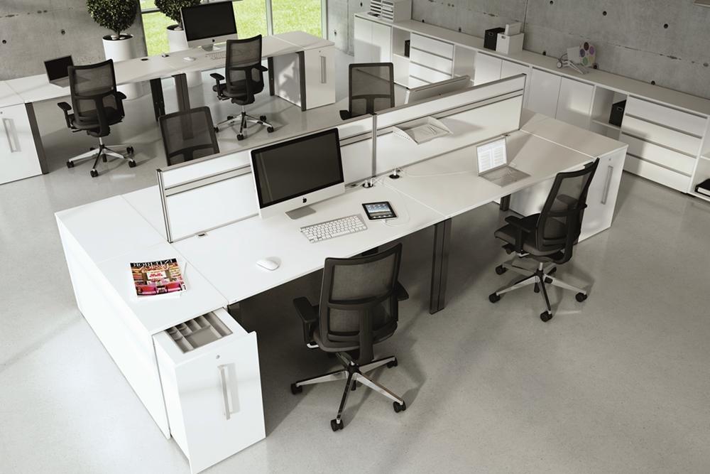 Schreibtische mit Trennwand screen